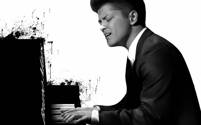 bruno-mars-on-piano